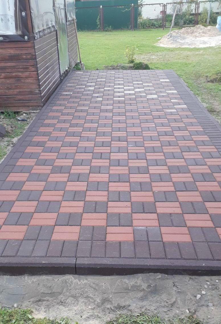 площадка перед беседкой и под мангал из брусчатки коричневого и красного цвета МГ Тротуар
