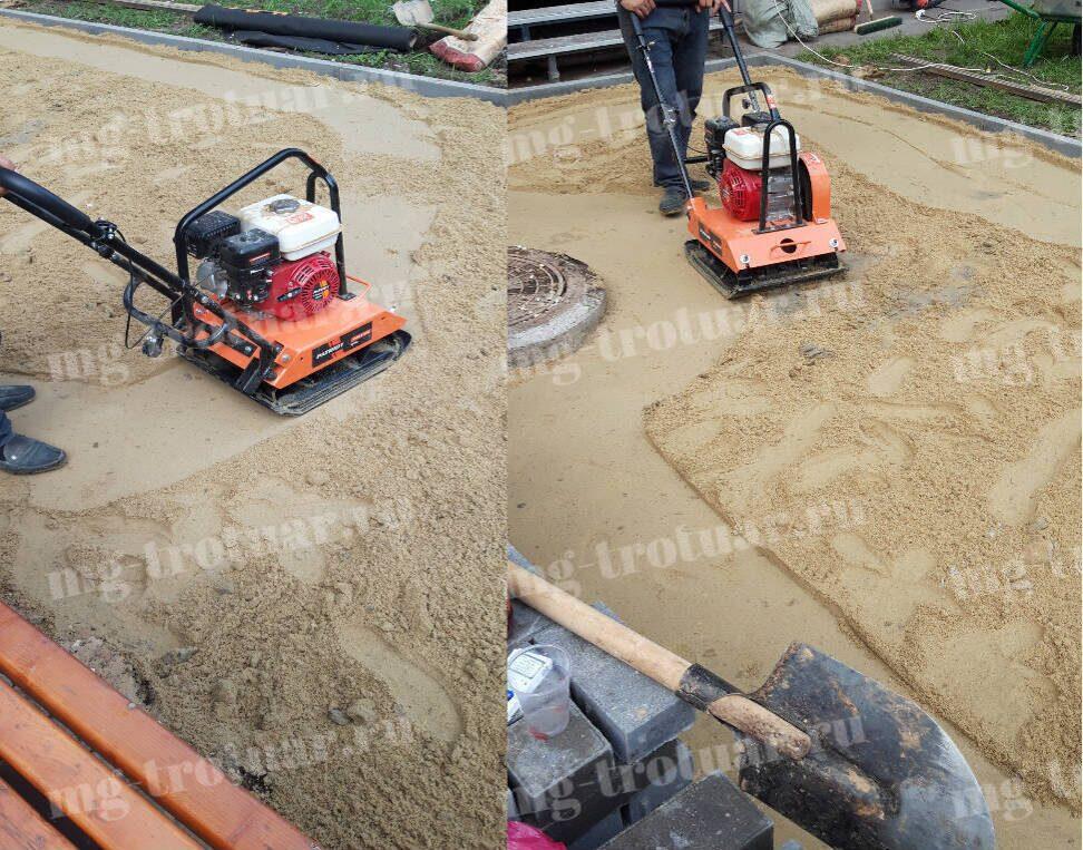 Уплотнение песка виброплитой для укладки тротуарной плитки в Москве
