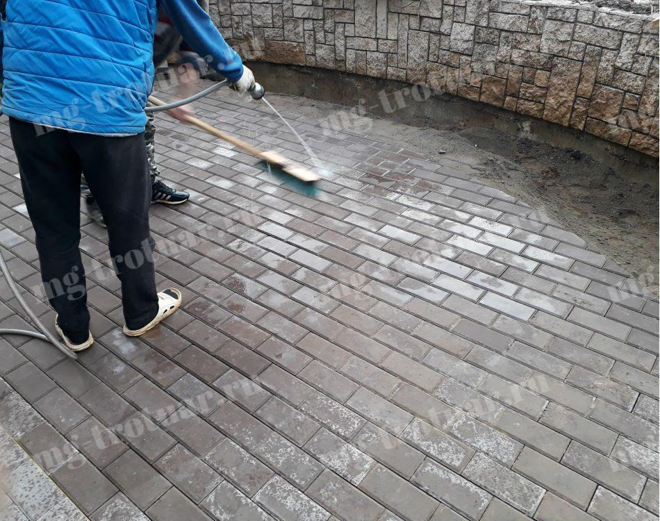 затирка швов тротуарной плитки в Москве